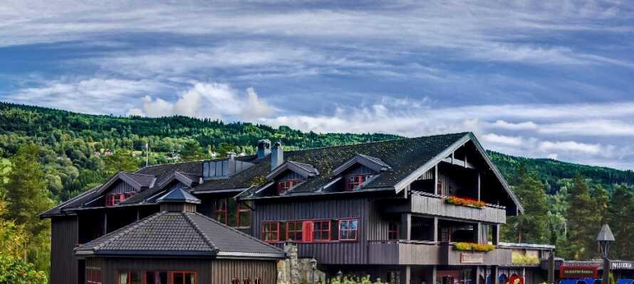 Velkommen til det dejlige Hunderfossen Hotell & Resort, som kun ligger ca. 10 minutter fra Lillehammer.