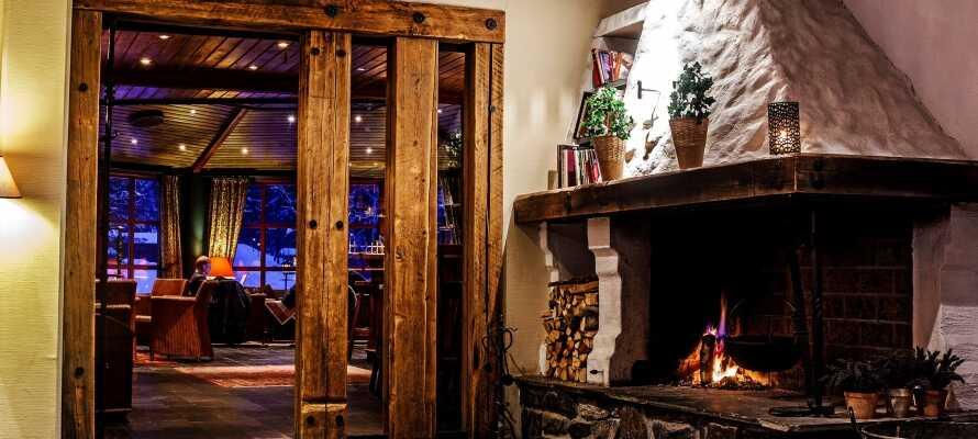 Der er en herlig atmosfære og en rustik og romantisk indretning, der gør hotellet til en speciel oplevelse.
