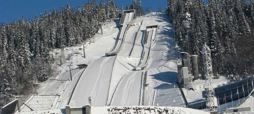 I Lillehammer kan I opleve den Olympiske Park og se den store skihopbakke.