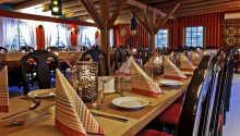 Spis middag i hotellets restaurant