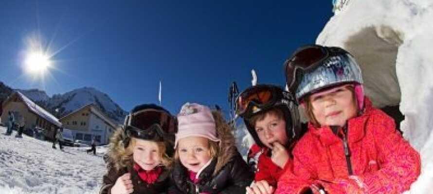 De pragtfulde skiområder byder på masser af skønne vinteroplevelser for hele familien.