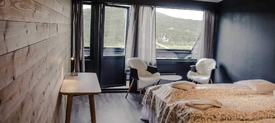 Værelserne byder indenfor til en varm og hyggelig atmosfære og nogle af værelserne har adgang til balkon.