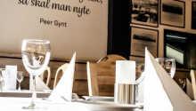 I hotellets restaurant kan I nyde både norske og internationale retter, og der er mulighed for at smage på øl fra de lokale bryggerier.