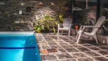 Hotellet har en dejlig 26 grader varm swimmingpool.