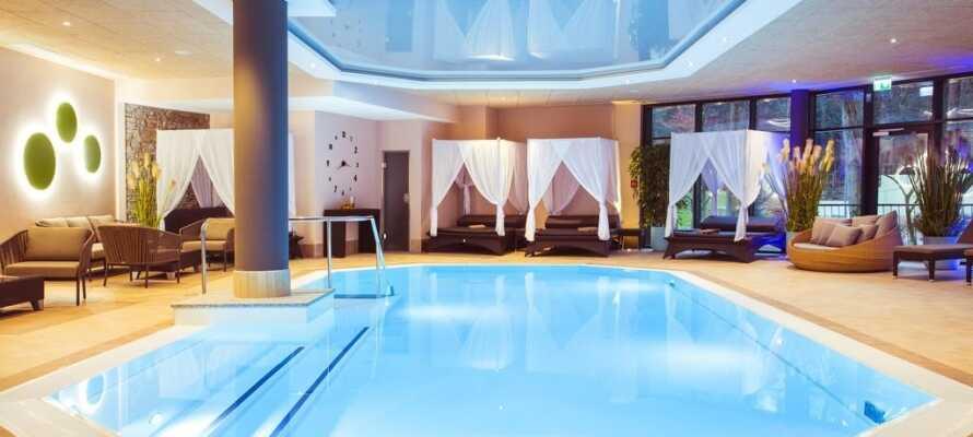 Hotellet har et nyt poolområde og et spa- og wellnesscenter med forskellige saunaer og bade.