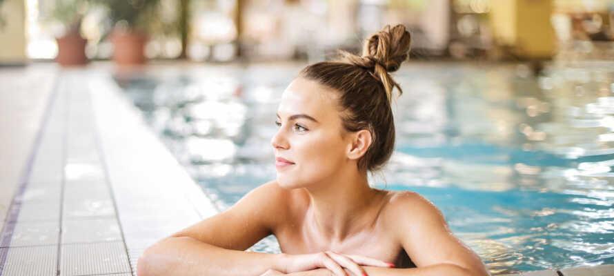 Under opholdet har I fri adgang til hotellets spaafdeling med indendørs pool, sauna, boblebad og koldtvandsbassin.