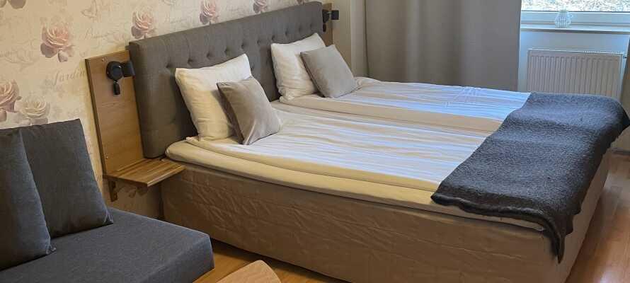 I bor på hyggelige og komfortable værelser, som alle er opkaldt efter karakterer fra Astrid Lindgrens univers.