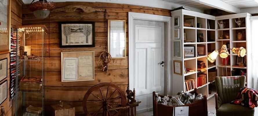 Hotellet har bevaret dele af sit historiske interiør, hvilket er med til at sprede hyggen.