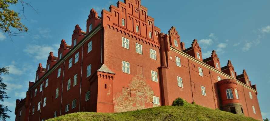 Kør en tur til den charmerende sydfynske havneby, Svendborg og gør et stop ved Valdemar Slot på Tåsinge