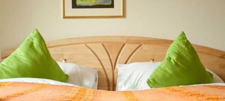 Hotellet har både enkelt-, dobbelt- og familieværelser med mulighed for at tilføje op til tre ekstra opredninger