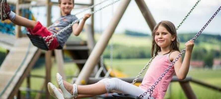 Hotellet er familievenligt og egner sig godt til en ferie med børn, med legerum indenfor og udendørs legeplads