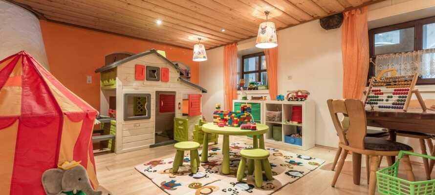 Der findes et indendørs legerum ved siden af restauranten hvor børnene kan hygge sig.