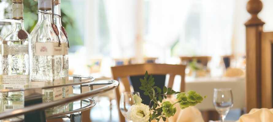 Hotellets restaurant byder på kulinariske lækkerier i hyggelige og stilfulde omgivelser.