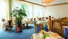 Victor's Restaurant byder på kulinariske lækkerier i lyse og hyggelige omgivelser.