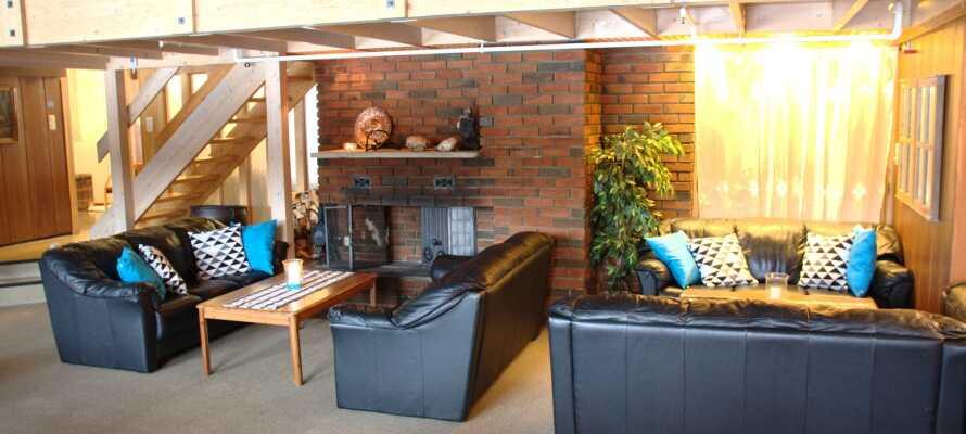 Hotellet er sjarmerende innredet og skaper en spesiell, varm og familievennlig atmosfære.
