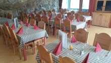 Den hyggelige restauranten byr på god mat i hyggelige omgivelser.