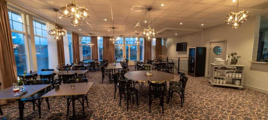 Spis godt i hotellets velrenomerede restaurant, som serverer masser af dejlige aftenretter i hyggelige omgivelser.