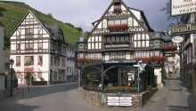 Berg's Alte Bauernschänke byder velkommen til et skønt ophold i historiske rammer i Rhindalen.