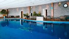 Hotellets store indendørs pool er opvarmet til 29 grader.