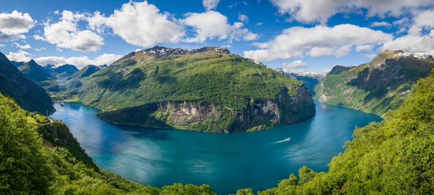 Her bor I omgivet af fantastisk natur, og har alletiders base for at udforske steder som Geiranger og Hjelledalen.
