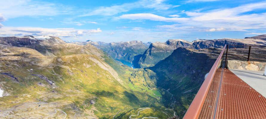 Nyd den fantastiske udsigt over landskaberne fra Dalsnibba i Geiranger.
