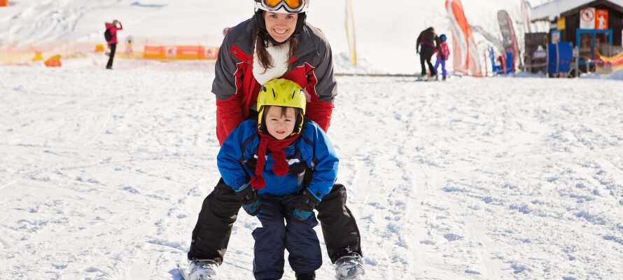 Områdets skifaciliteter er yderst familievenlige, og der er masser af forskellige vinteraktiviteter for både store og små.