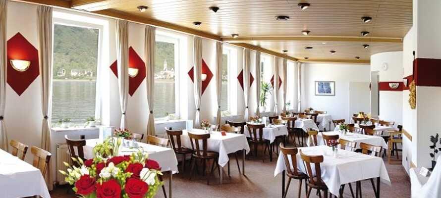 Hotelpakken inkluderer både morgenmad, let frokost og en 3-retters menu om aftenen.