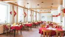 Hotellets restaurant er smagfuldt indrettet, og byder på regionale specialiteter.