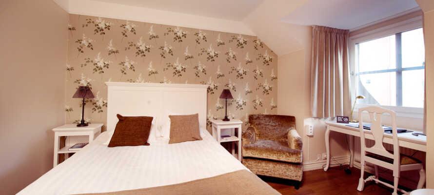 I bor på hyggelige og komfortable værelser, som alle har en hjemlig atmosfære.