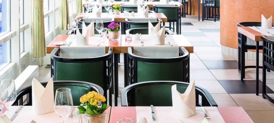 Hotellets restaurant byder på regionale specialiteter.