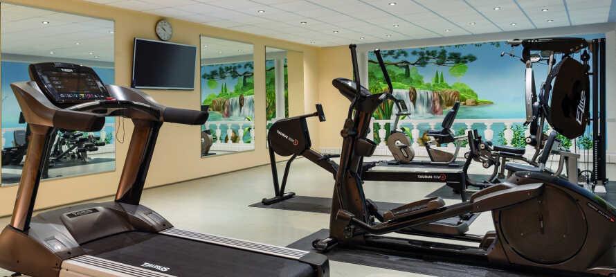 Under opholdet har I fri adgang til hotellets wellnessområde med sauna og fitnessrum.