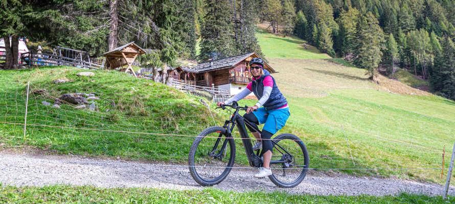 Det er muligt at leje cykler på hotellet, så I let kommer ud på herlige cykelture gennem Tyrol.