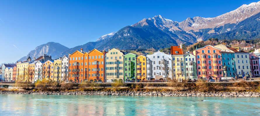 Det kulturelle centrum i Tyrols hovedby, Innsbruck, ligger bare omkring en times kørsel fra hotellet.